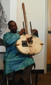4/25/09-Diabaté demonstrating the 'front' of the kora